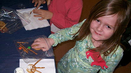 girl at libarry program doing craft
